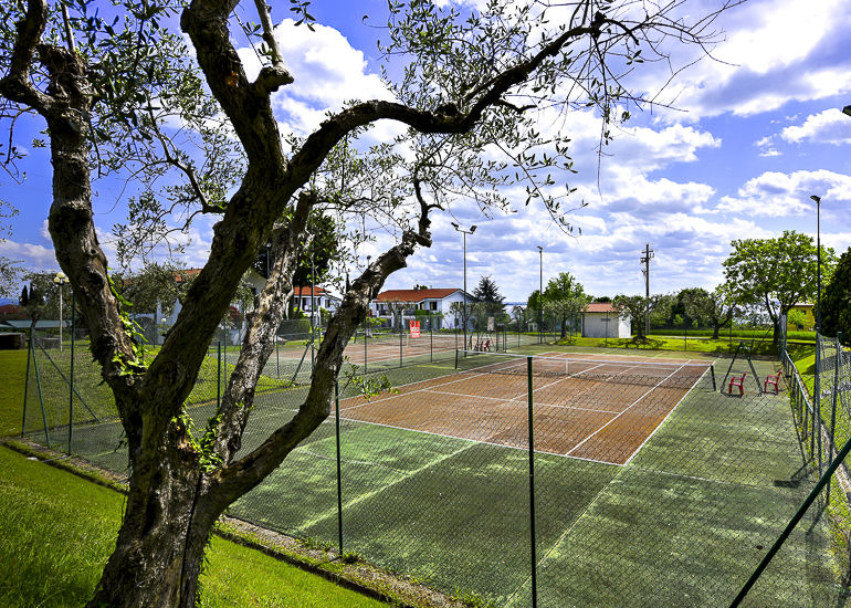 Riai-tennisbanen-1